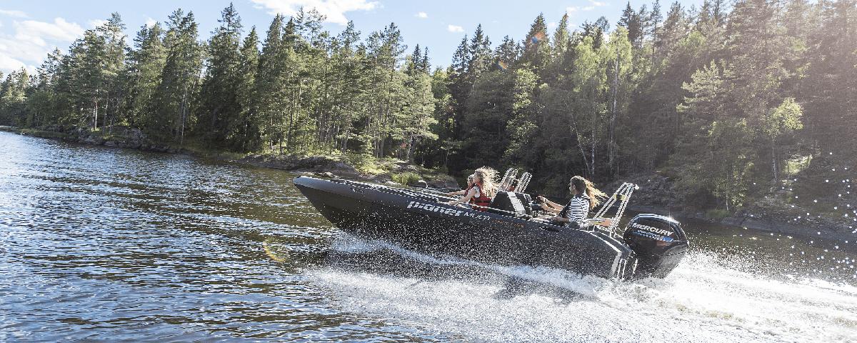 Self-draining boat